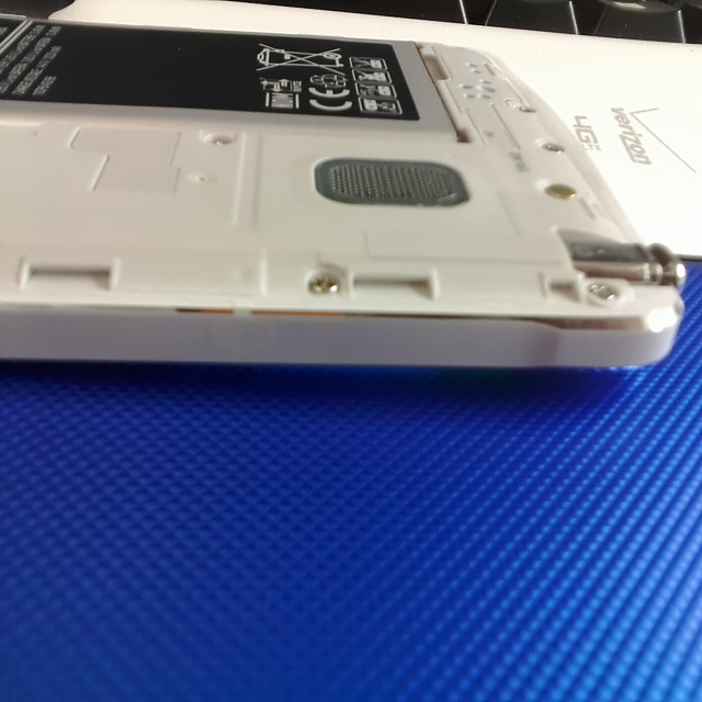 Does your Note 4 have an antenna on the lower right side?-uploadfromtaptalk1415124353048.jpg