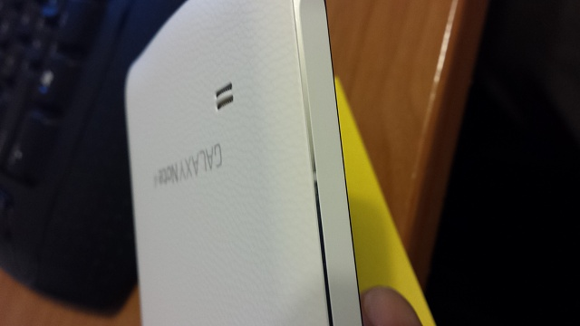 Chrome bezel question on a white Note 4.-20141201_203615.jpg