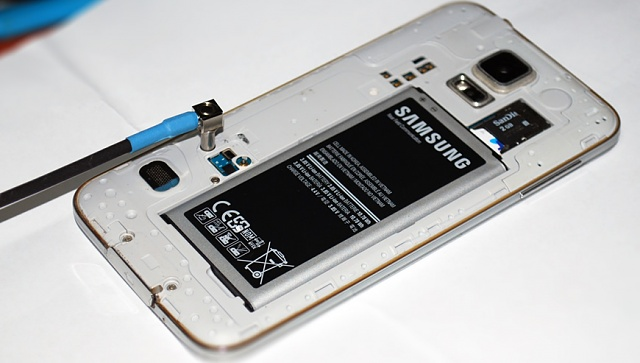 Wireless charging circuitry? Can I drill a hole in the back of a note4?-samsung-galaxy-s5-test-cable-external-antenna-mating-interface-coupled.jpg