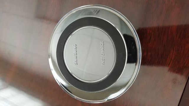 Samsung wireless fast charger-326.jpg
