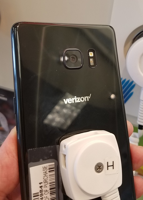 Where to see the Note 7 in-person? Demo Displays?-vn05.jpg