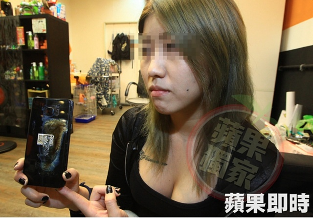video of replaced new Note 7 exploded and caused white smoke in the back pocket of a hair stylist-24624523451.jpg