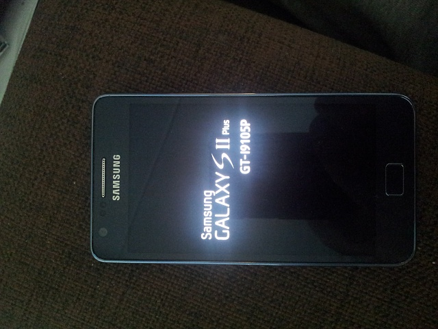 Galaxy S II plus - stuck on Samsung logo-20140915_092638.jpg