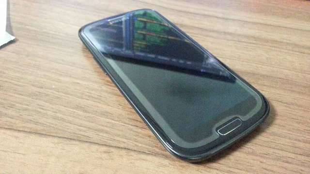 Tempered glass screen protector floating-20160114_165833.jpg