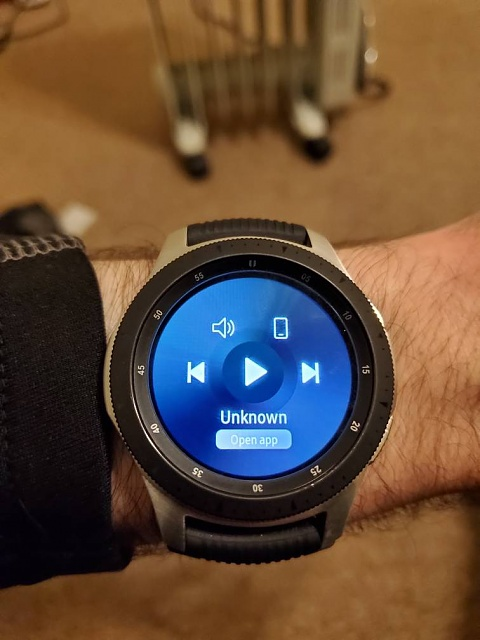 Any reason why my Galaxy watch won't show what I am playing on my s10+?-20190324_234135.jpeg