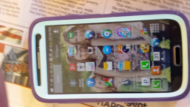Icon are over lapping can't clear the Icons from the task bar on the top of screen. How can I get this cleared?-galaxy-s4-problem.jpg