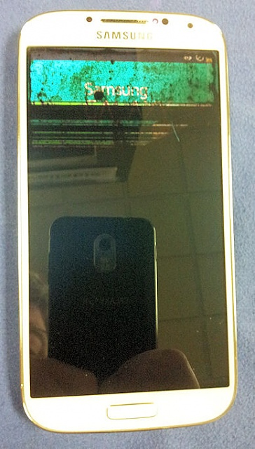 "Brand new Galaxy S4 ""broken"" for no reason.-powered_on_display.jpg"