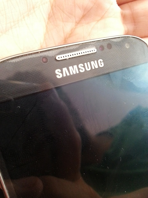 Problem with something behind galaxy s4 screen-20131025_143323.jpg