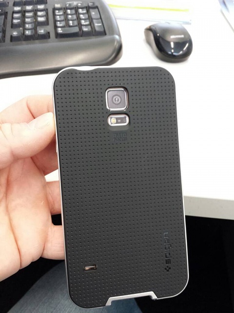 Is the Galaxy S5 Too Big?-uploadfromtaptalk1396928997507.jpg