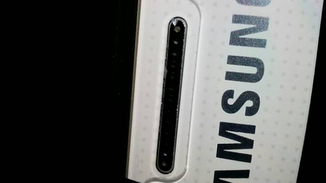chipped metal above samsung logo. brand new phone-20140731_151734.jpg