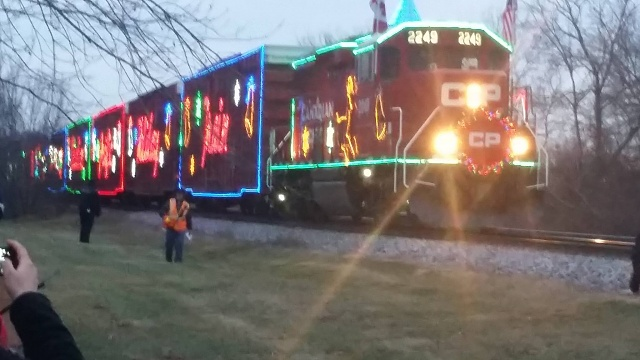 Share your Galaxy S5 camera photos, videos, and thoughts!-christmas-train-2014.jpg