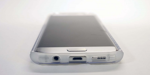 Clear / Translucent Case Reviews-poetic-frosted-bottom.jpg