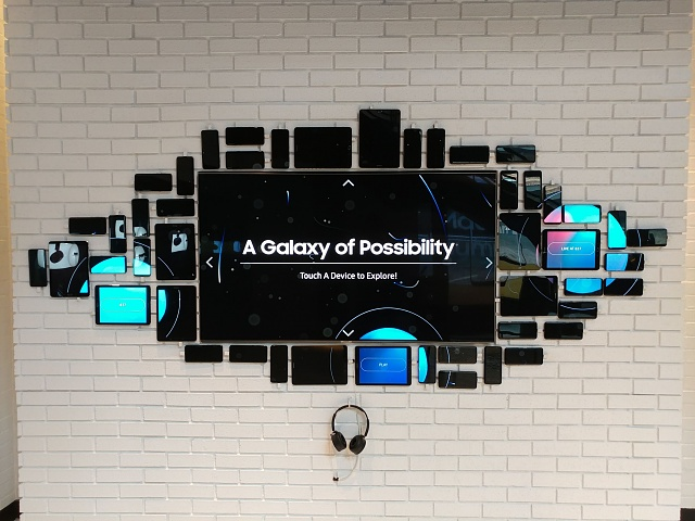 I found a cool Samsung pop-up experience in New York!-20170713_120018.jpg