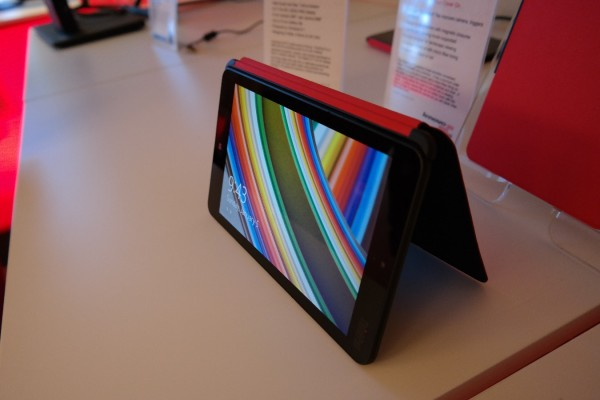 Using simple cover as a stand-lenovo-stuff-22-600x400.jpg