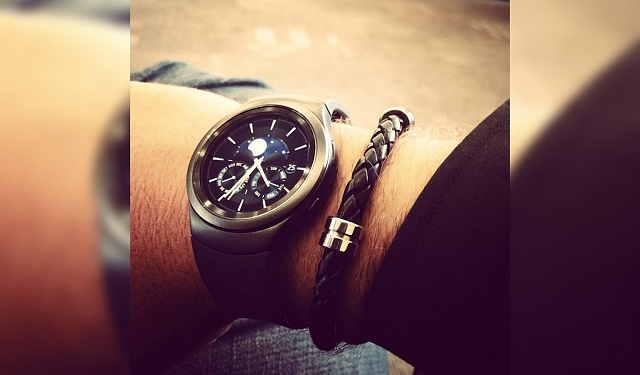 Samsung's Gear S2 makes its Instagram debut on an exec's wrist-gears2-2.jpg