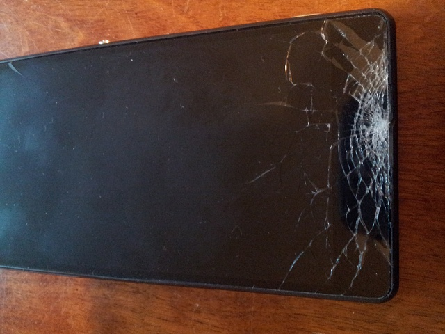 Wow...just wow..glass screen shatters and breaks my heart-2014-07-19.jpg